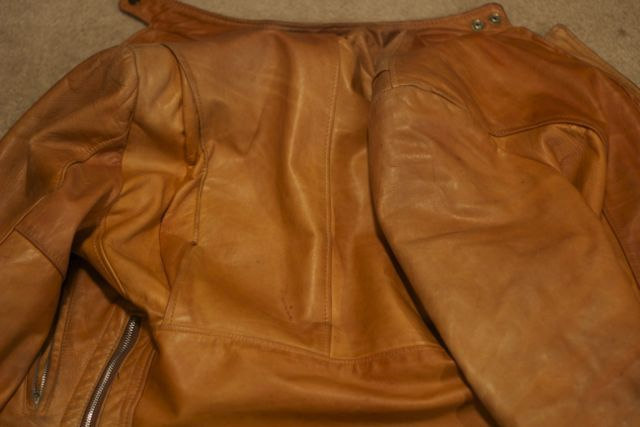 Neatsfoot darkening demonstration on light leather1