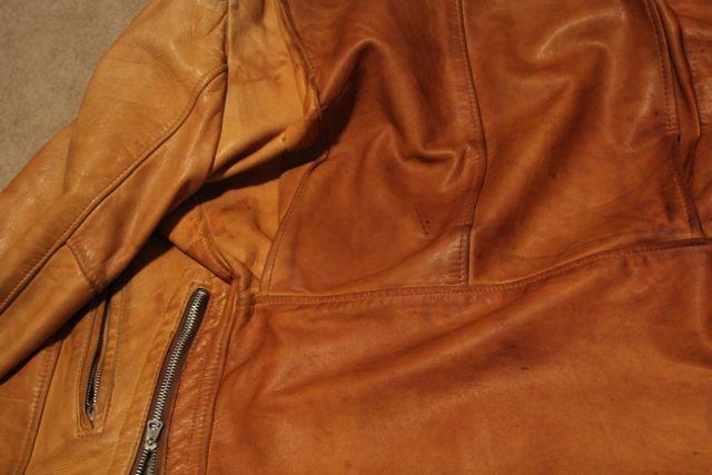Neatsfoot darkening demonstration on light leather3